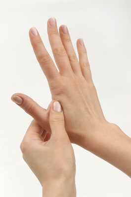 JoiningTheValley LI4 Four Pressure Points That Relieve Stress and Pain